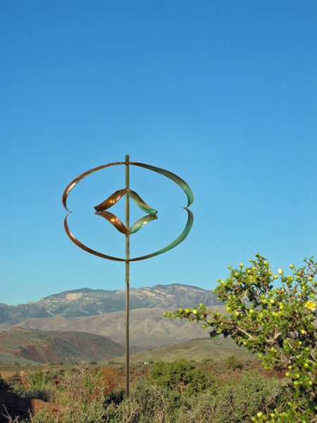 Mirinda-II-Wind-Sculpture-Lyman-Whitaker-blue-sky